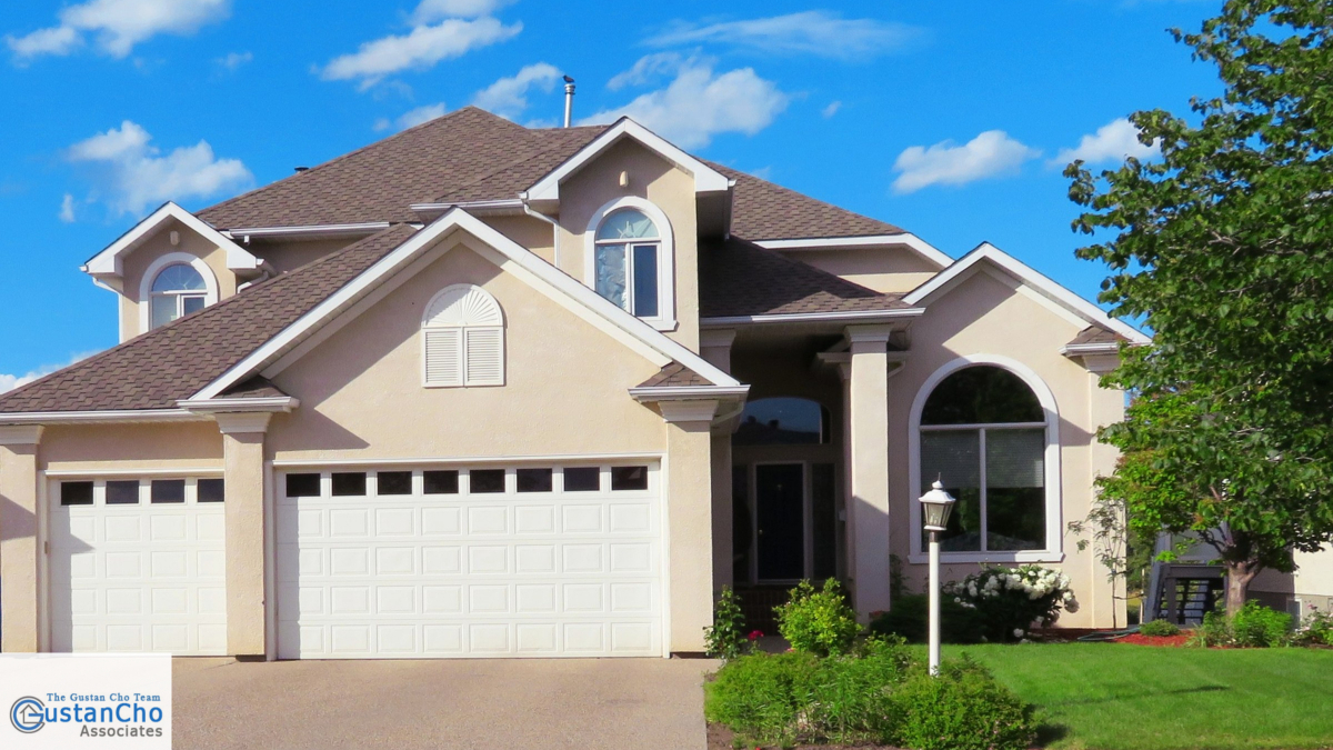 What is the role of a mortgage underwriter