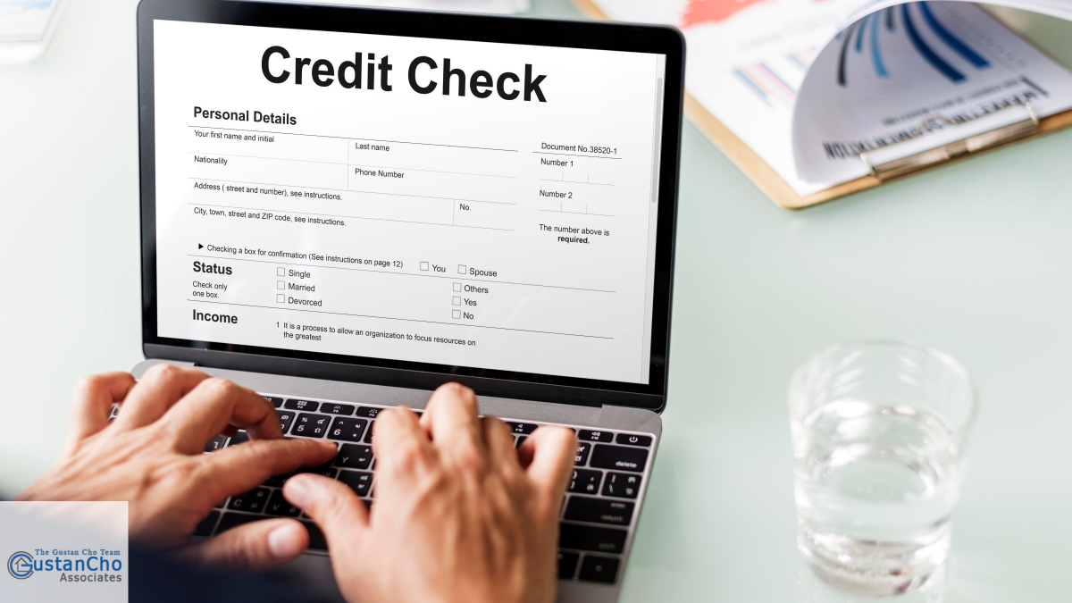 What are the FHA guidelines for assessing creditworthiness with scores between 580 and 620